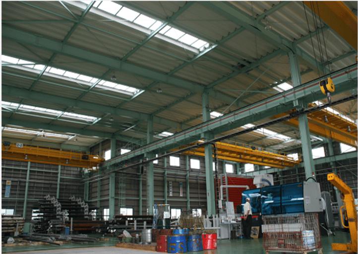 自然光で明るい作業空間を確保した工場の事例